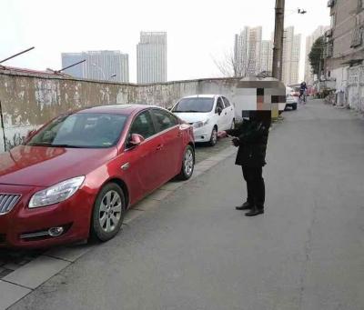 (有视频)车内财物失窃 民警快速出击两天破案