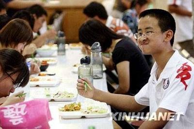 北京:中小学幼儿园不得制售生冷食物 校长需一同就餐