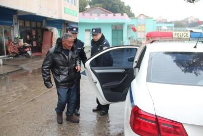 耄耋老人过年找老家迷路   长航民警风雨中找回
