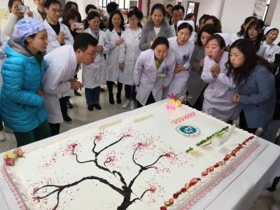 152名医务人员过集体生日