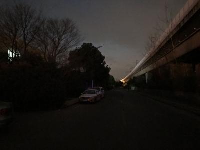 """通往镇江南站的一条路要""""摸黑""""走  路灯处:正在修,近期亮"""