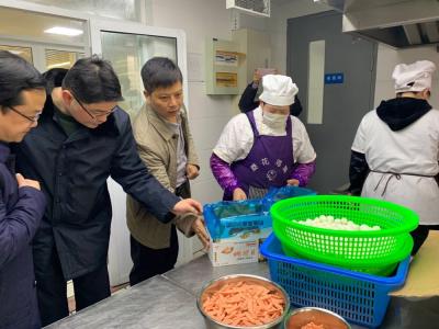 """扬中市市管局开展春季专项行动   为学校食品安全""""保驾护航"""""""