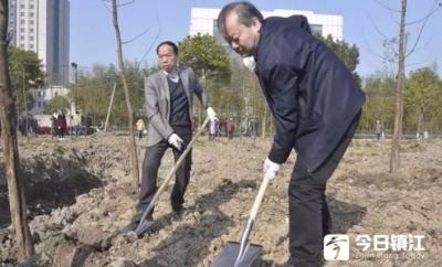丹阳市领导参加义务植树 共建生态丹阳