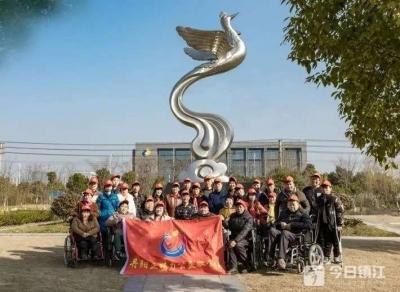 教残疾人摄影,这些丹阳人的举动暖人心