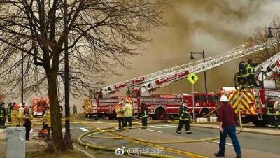 美国波士顿一建筑失火 火势仍未得到控制