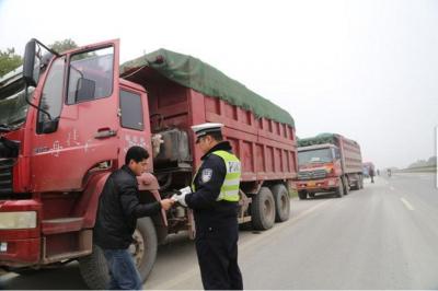 238省道扬中段货车禁行举行听证 过境货车数量猛增,交通安全压力极大