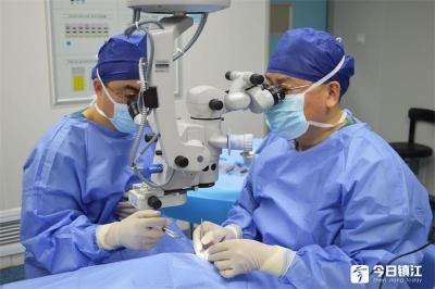 眼科专家助孝女圆梦  近百岁老人再度迎来光明