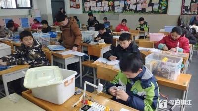 人工智能技术水平1级测试难不难? 镇江50名学生走进考场一较高低