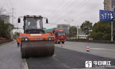 丹阳齐梁路的一个大坑,引发多条路整修