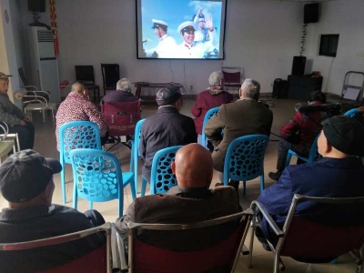 文艺骨干转身成志愿者 为敬老院孤老免费放电影