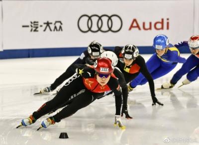全国速滑冠军赛李奇时夺得女子1000米冠军