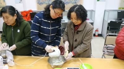让更多参与者成为服务者 居民们学习烘焙送居民