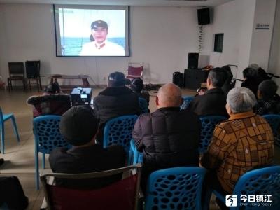 丁岗农民文艺志愿者将公益电影送进敬老院