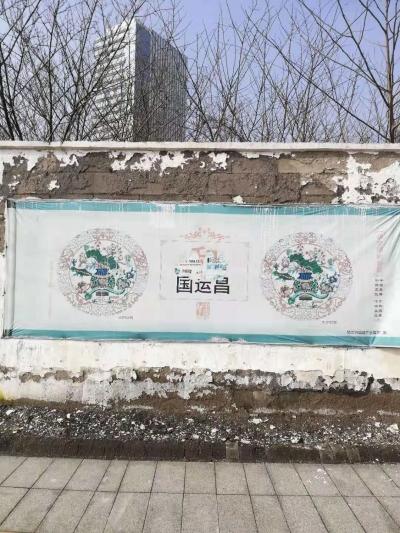 """镇江政务服务中心门前围墙""""千疮百孔""""遭诟病,市民:不能熟视无睹了"""