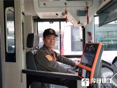 """镇江公交""""手绘达人""""孙伟:手绘作品带你走进公交人的生活"""