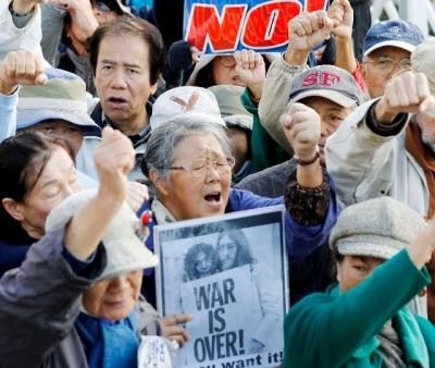 冲绳民众抗议日本政府在边野古沿岸开始新作业