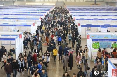 大中城市联合招聘走进江苏 3万多毕业生求职