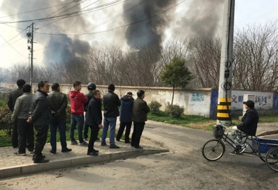 丹阳华南一片空地着火,原因正在调查之中