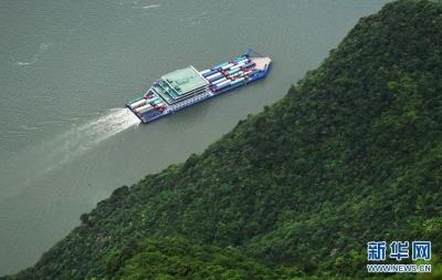 2025年,长江镇江段两岸将应绿尽绿