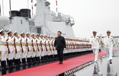 习近平在青岛出席庆祝海军建军70周年海上阅兵活动