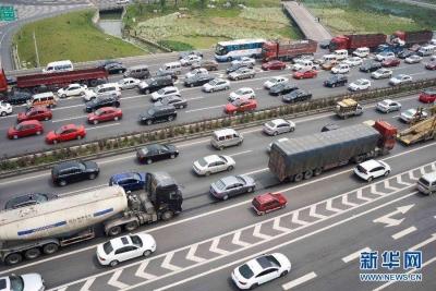 """杭州:3个月内驾车无交通违法将获""""容错""""奖励"""