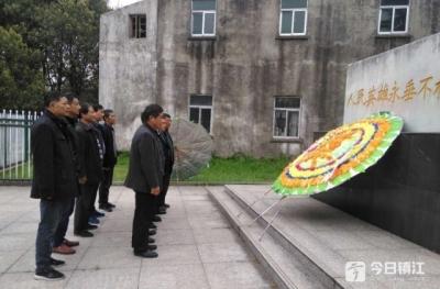 铭记战友情!镇江宝堰19名老战士集体祭奠牺牲战友 坚持35年未中断