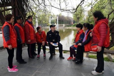 """48名""""江东大妈""""的义务巡防  打造镇江版""""枫桥经验"""""""