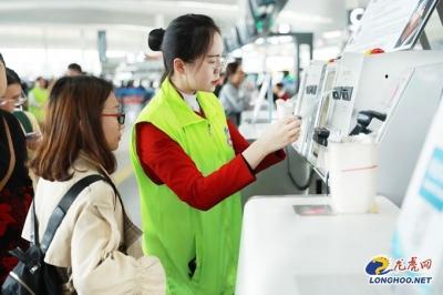 """【新时代 新作为 新篇章】南京禄口机场 """"五一""""提供多项贴心服务 让旅客高效出行"""