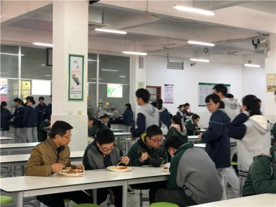 """""""我与校长一起就餐""""——镇江市属学校校长落实陪餐制见闻"""