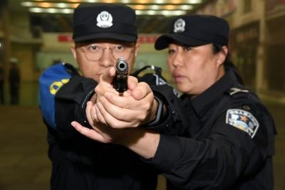镇江公安90名新警训练有素,即将走上岗位