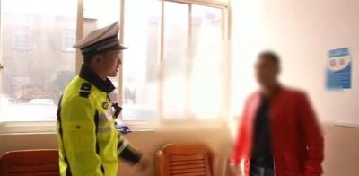 丹阳延陵一男子驾驶无牌车辆被查 民警还发现他还是网逃人员