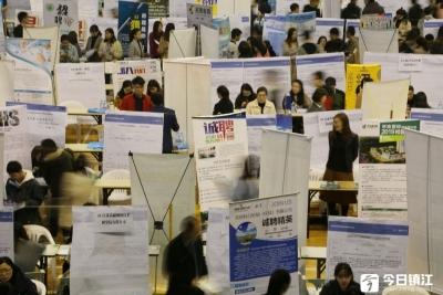 英媒:女性就业助推英国就业率创新高