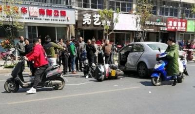 京口路京岘山庄附近发生交通事故  受伤摩托车手惨不忍睹