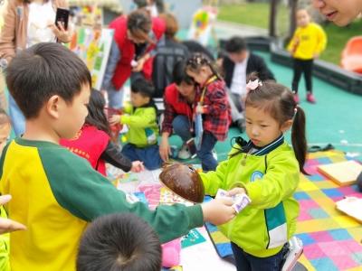 丹徒区润城幼儿园开展爱心义卖活动