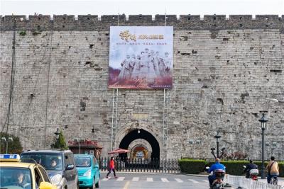清明,向英雄致敬!今天,650余岁的明城墙格外肃穆