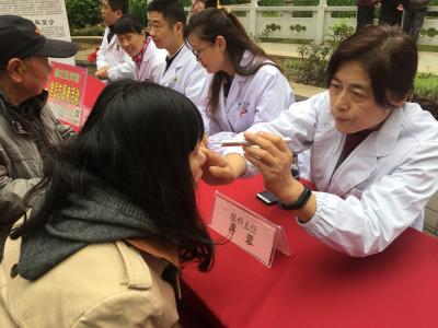 促进健康服务新发展 镇江中西医结合医院联合蒋乔街道举办义诊