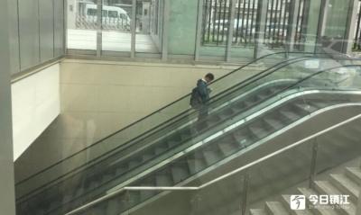 """【后续】火车站北广场多数电梯已""""上岗""""   剩下的也快了……"""