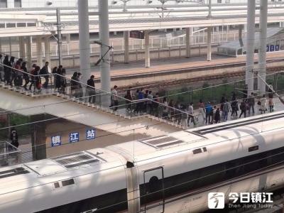 五一期间镇江铁路将增开32趟旅客列车 预计发送旅客24.6万人次