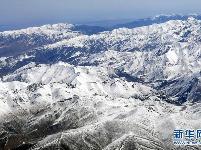 祁连山脉雪皑皑
