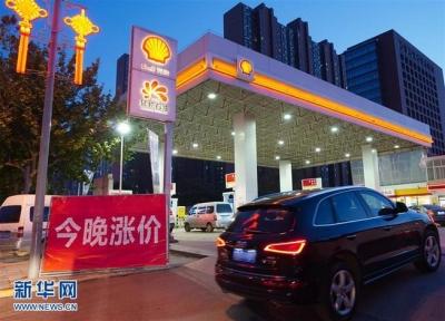 国内油价年内迎来第六涨 加一箱油贵6块钱