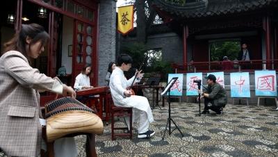 """纪念镇江解放70周年  """"北固雄音""""唱响《我和我的祖国》"""