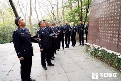 清明祭英烈,镇江百余名民警赴宁瞻仰公安英烈纪念墙