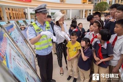 """镇江市交警高速二大队开展 """"党建联盟+安全送教""""活动"""