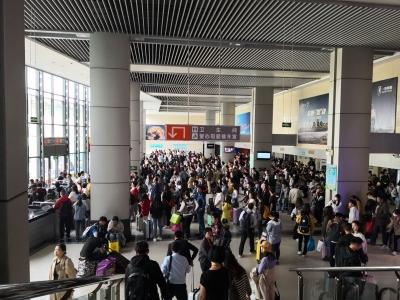 小长假镇江公路客运达16.5万人次 日均发送班车1610次,出行客流较平时翻番