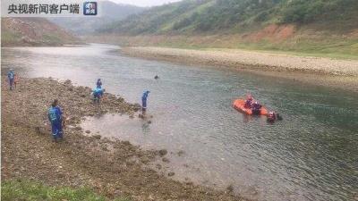 贵州贞丰县一船只发生侧翻,10人死亡8人失联
