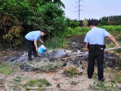 焚烧轮胎引发火灾 民警及时救援扑灭