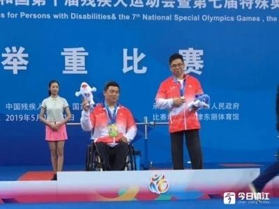 镇江市残疾人运动员胡鹏获全国十残会举重金牌