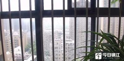 丹阳华都锦城小区业主反映:小区防护玻璃破碎找谁来维修?