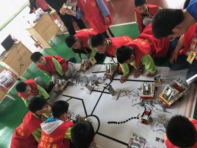 镇江市第六届青少年机器人竞赛举行
