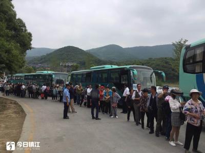宝华山和千华古村景区游人爆满  江天集团旅游日免费服务8000多人